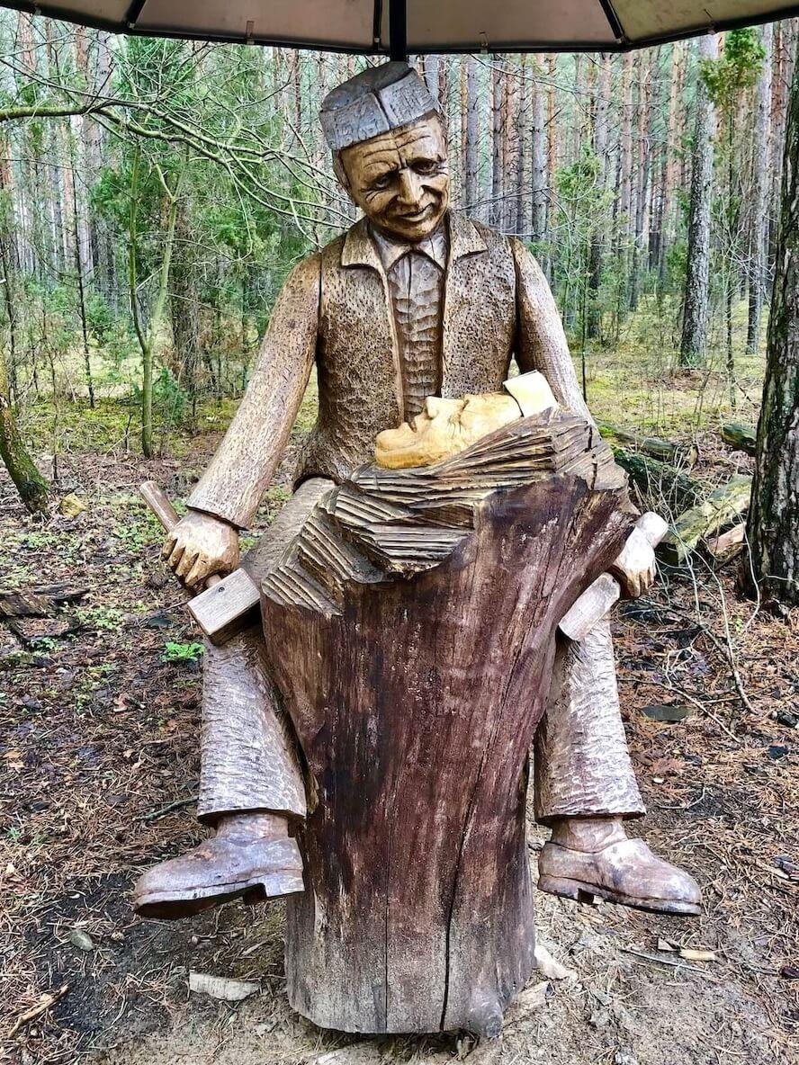 Скульптор в парке Анастаса Чеснулиса